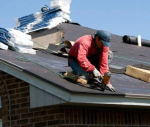 a picture of an expert roofer at work in NJ