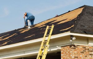 photo of an expert roofer at work in NJ