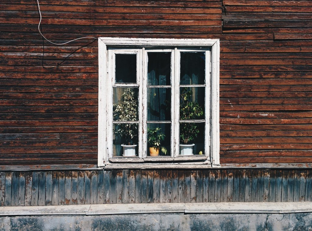 Vinyl Windows Versus Wood Windows