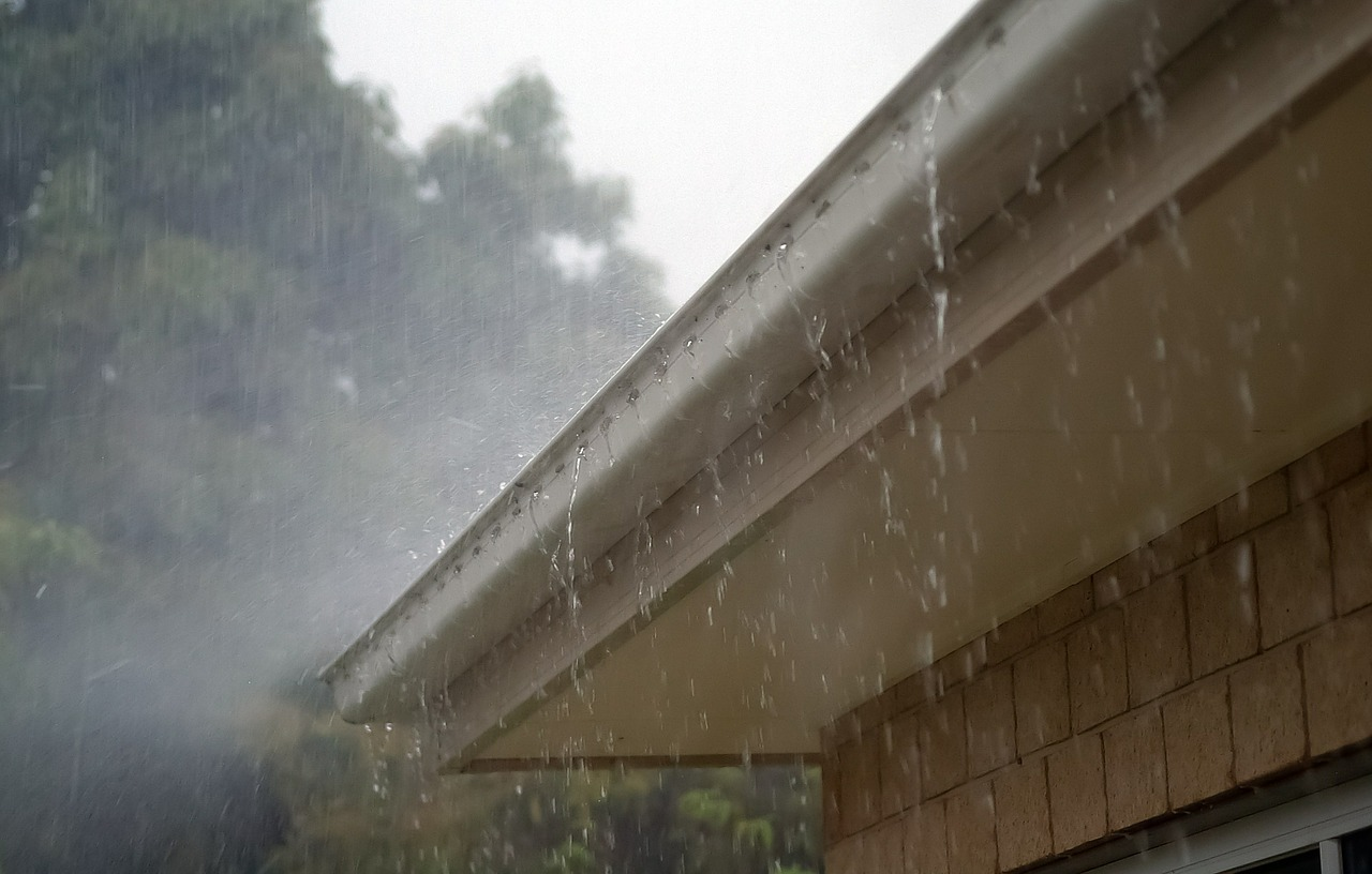Can You Shingle A Roof In The Rain?